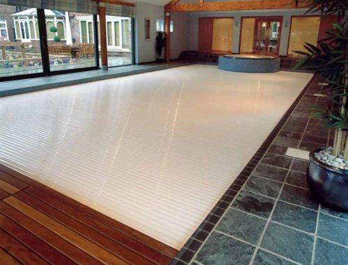 Автоматические жалюзи для бассейна внутри дома